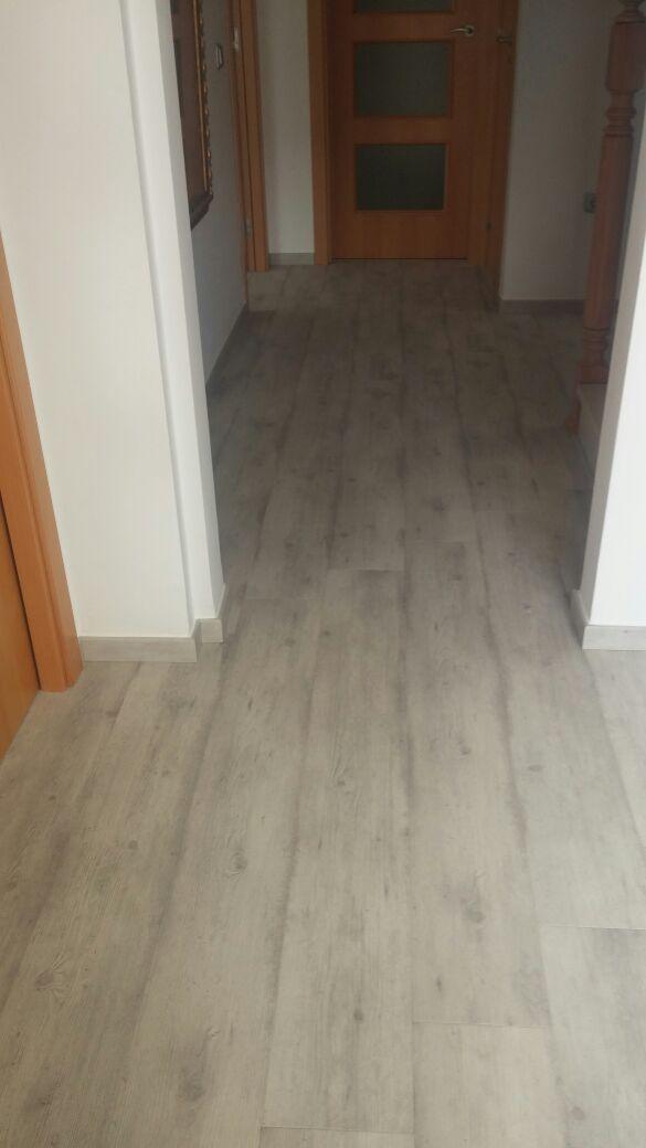 Vista del pasillo en la obra de parquet Quick Step de Viva Parquet