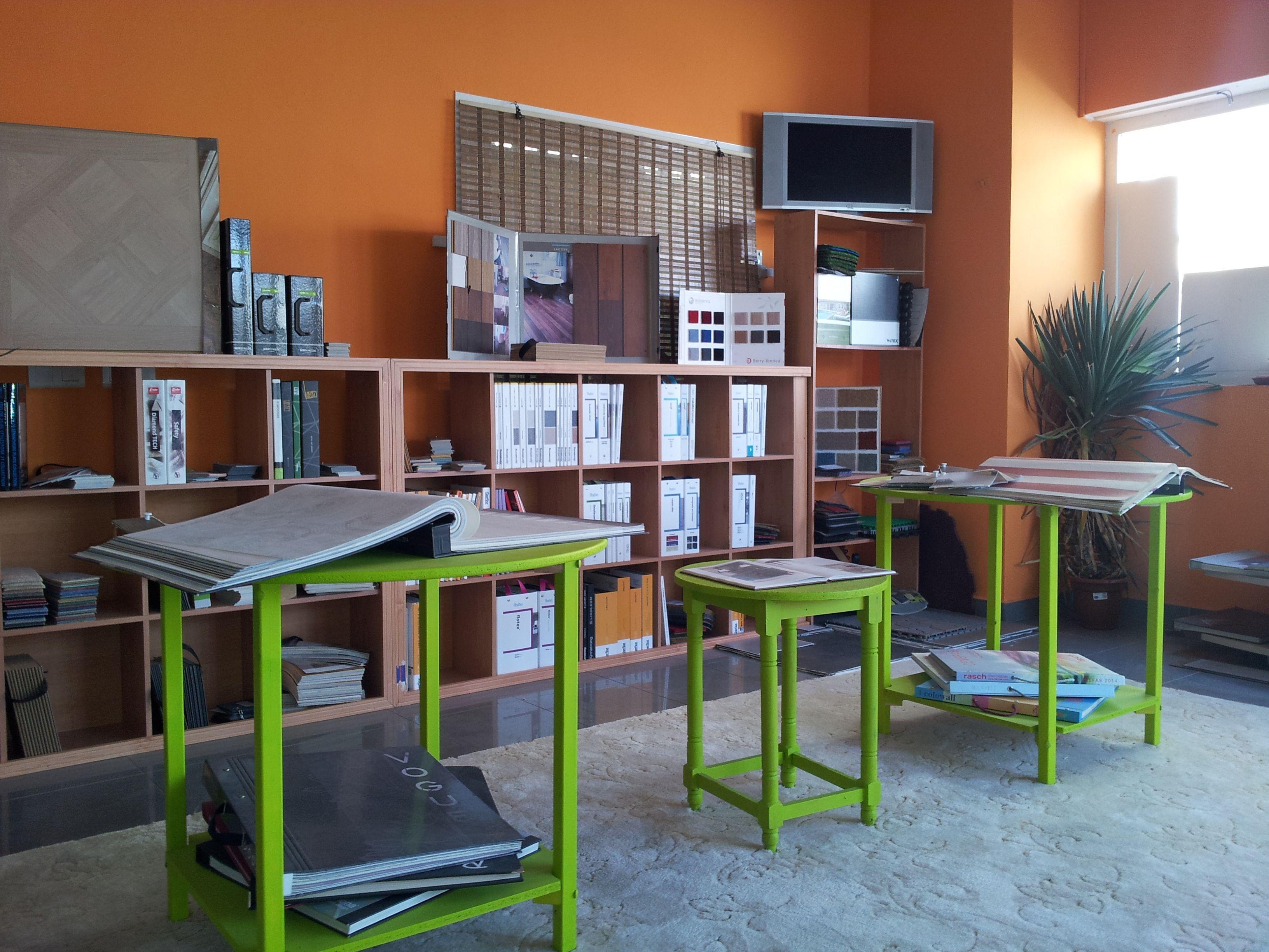 Exposición de Tarimas t Parquets laminados y Suelos Vinílicos, Moquetas.