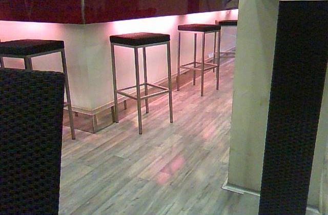 Instalación de parquet Kronoswiss Grand Selection en un restaurante