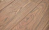 Perspectiva visual de suelo laminado Kronoswis biselado