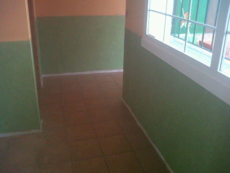 Instalando las paredes de la Guardería con el Suelo de Vinilo Verde