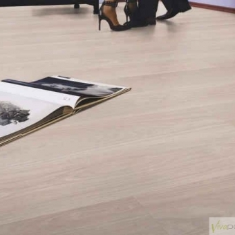 PARQUET BLANCO CLARO Producto Kronotex Exquisit D2873 Roble Waveless Blanco