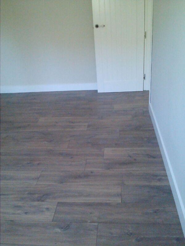 Otra perspectiva visual del suelo laminado Quick Step instalado por Viva Parquet
