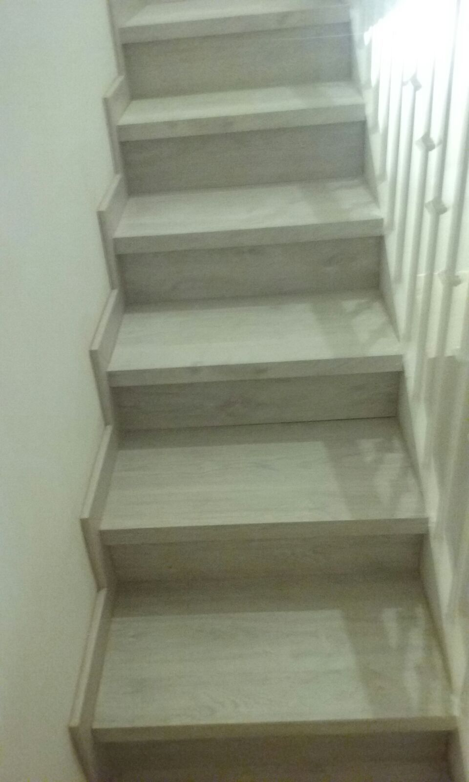 Escalera forrada con parquet