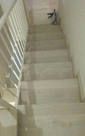 Escalera vista desde planta alta