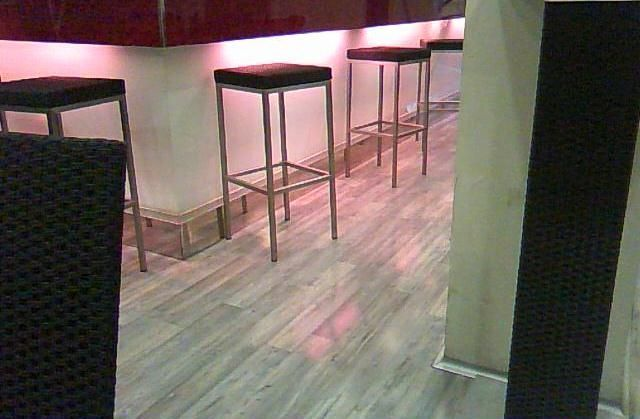 Instalación de parquet Kronoswiss Grand Selection en un restaurante