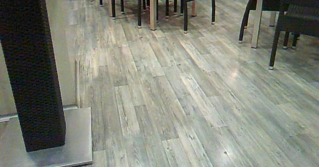 Perspectiva visual del suelo laminado Kronoswiss Grand Selection Oak Sand