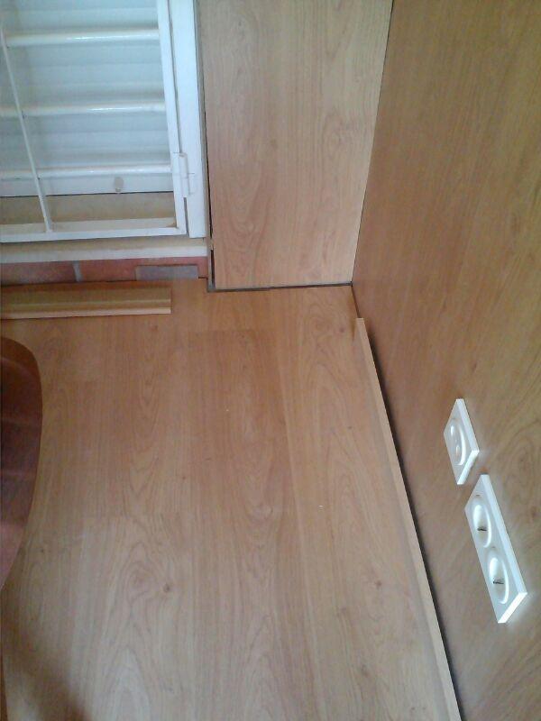 Una vez instalado el revestimiento se coloca el parquet en el suelo