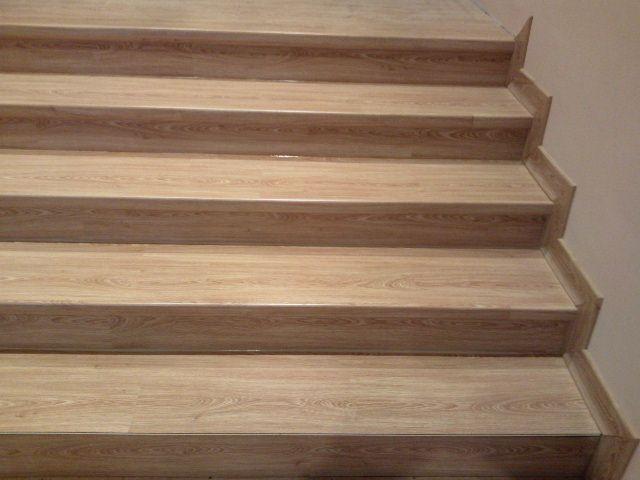 Vista de Escalera montada con Tarima Quick Step Classic QST-008 Roble por Viva Parquet