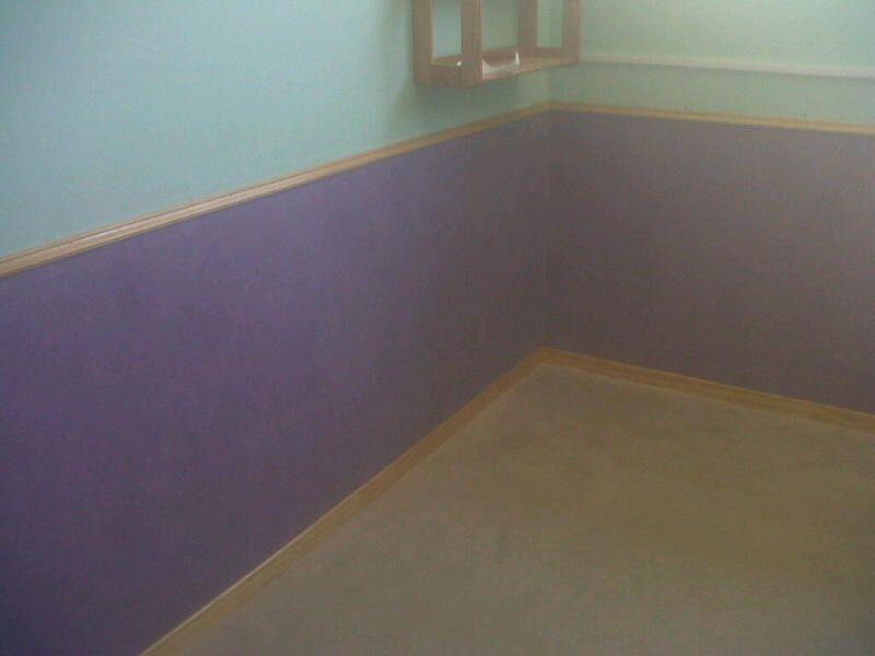 Captura fotográfica del suelo vinílico instalado en paredes y suelos de la guardería